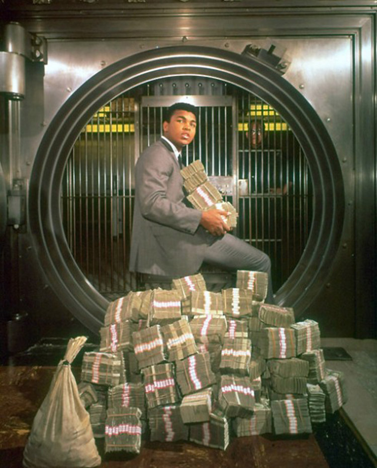 1-muhammad-ali-with-his-winnings-in-1964