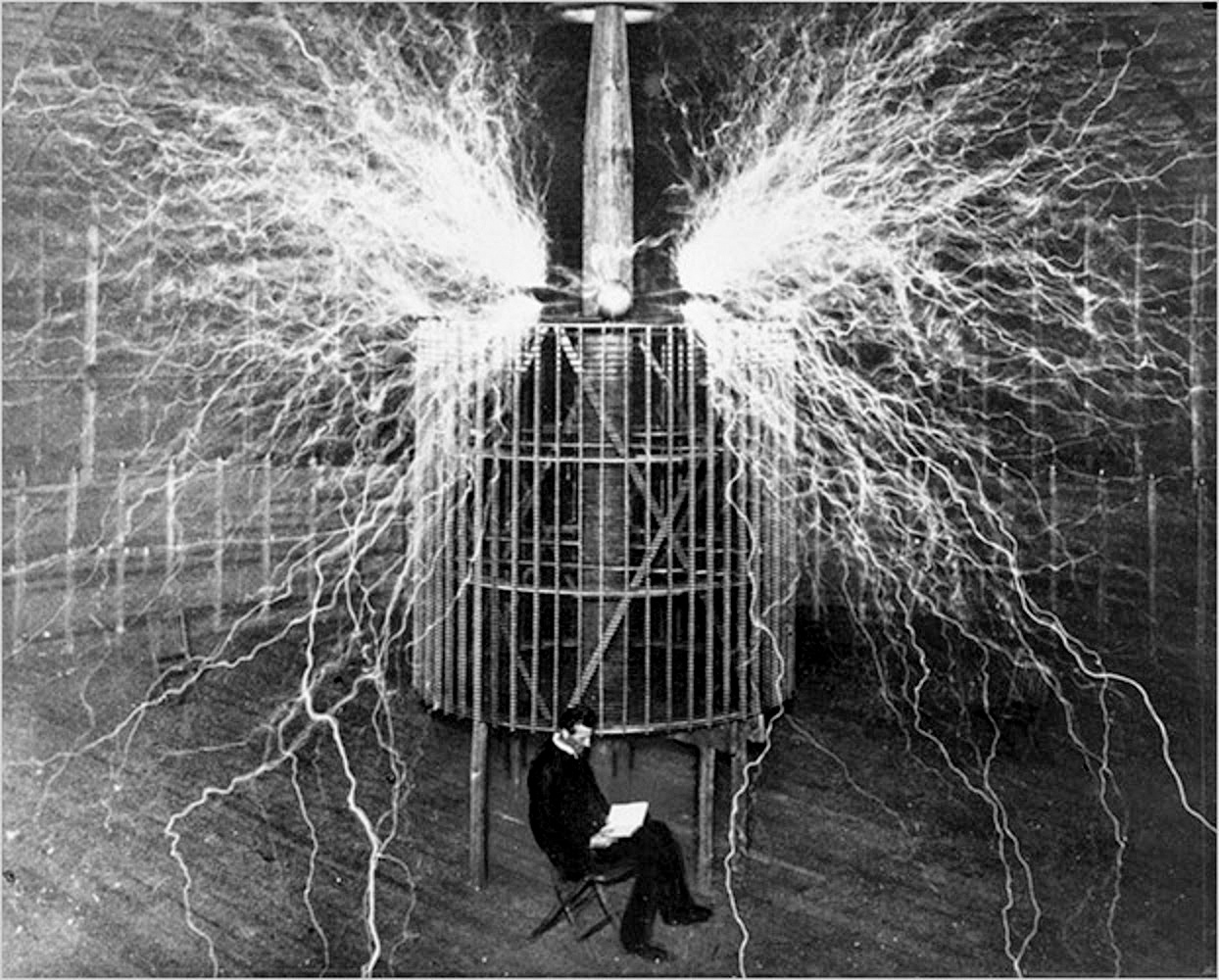 10-a-multiple-exposure-picture-of-tesla-with-his-magnifying-transmitter2