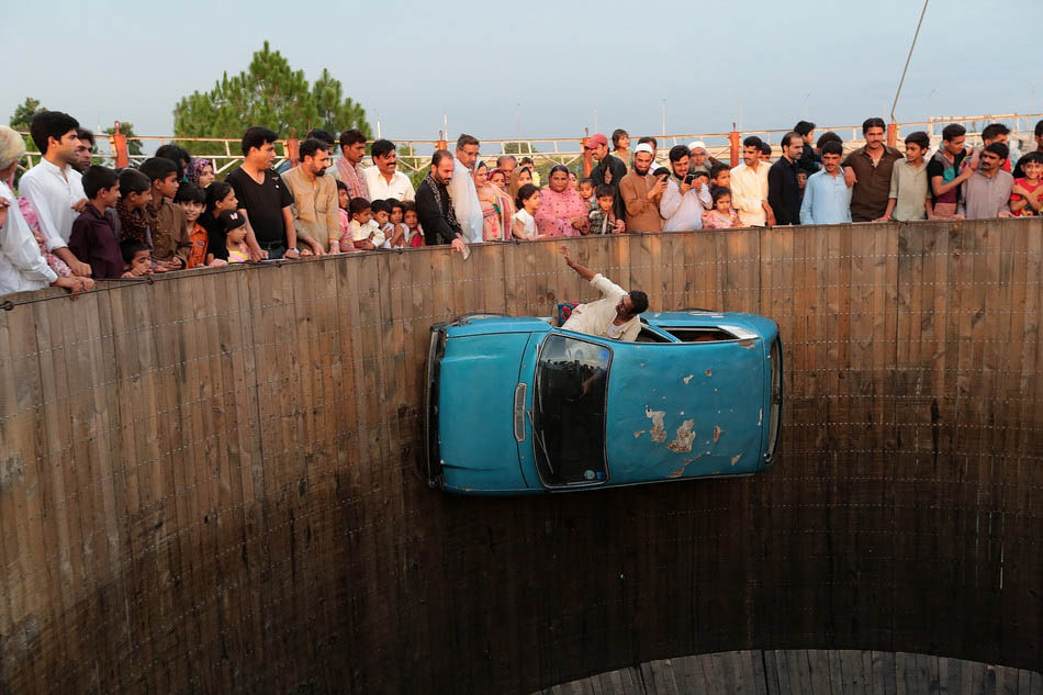 Performing on the Wall of Death in Pakistan