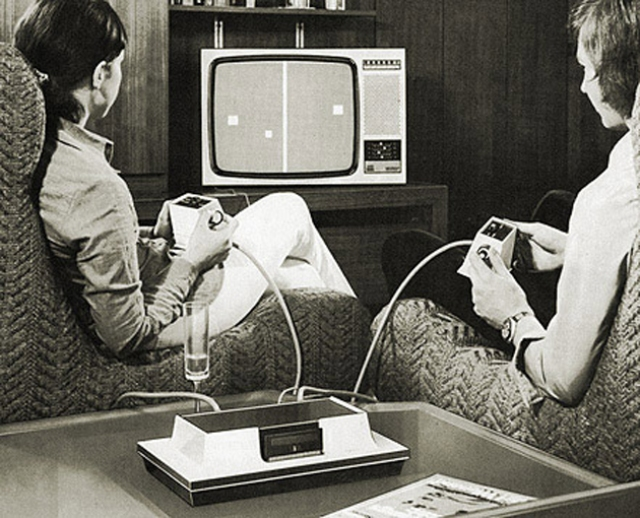4-early-video-gamers-playing-at-home-on-a-magnavox-odyssey-circa-1972