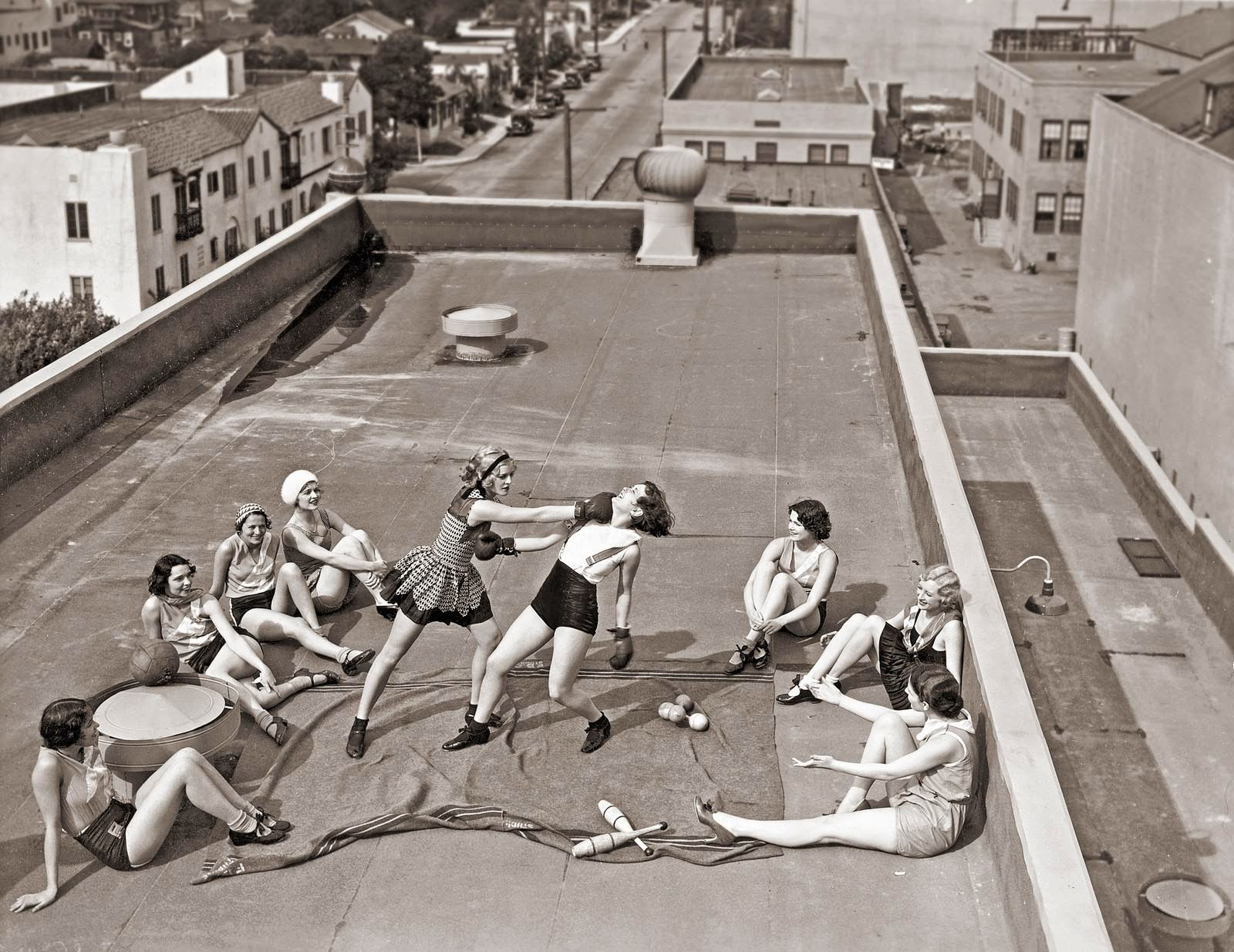 7-women-boxing-on-a-roof-1938