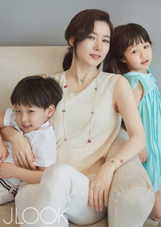 3-lee-young-ae