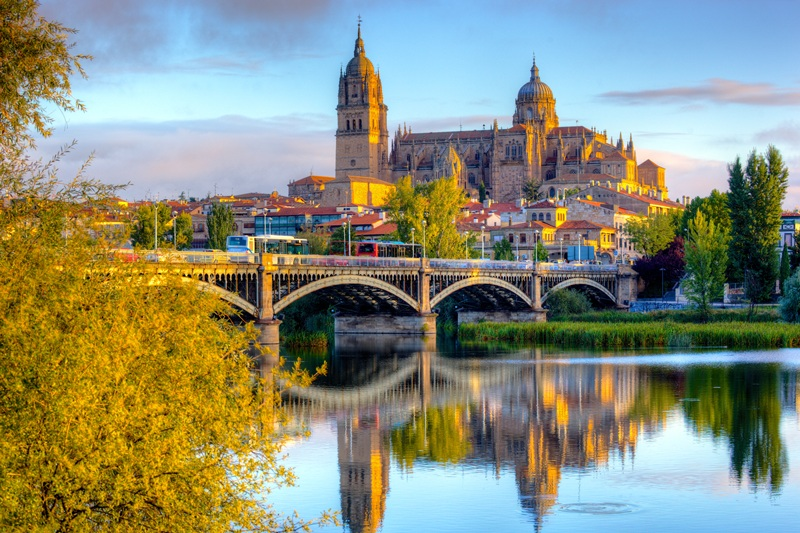 Salamanca_Cathedral_-_after_sunrise