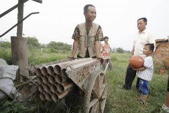 Yang Youde wheels his homemade cannons around his property on June 6. (Epoch Times Archive)
