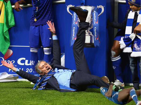 Didier Drogba takes out Liverpools Gerrard & Chelseas Special One in brilliant leg lock memes [Pictures]