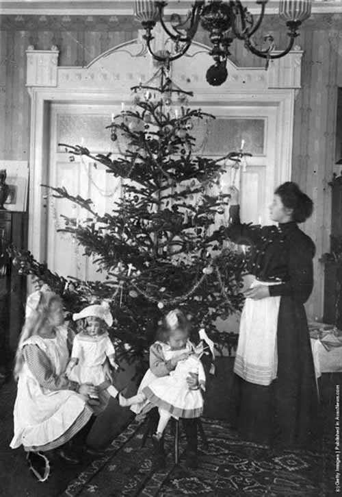 Children-Celebrated-Christmas-100-Years-Ago-10