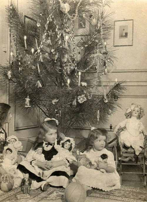 Children-Celebrated-Christmas-100-Years-Ago-12
