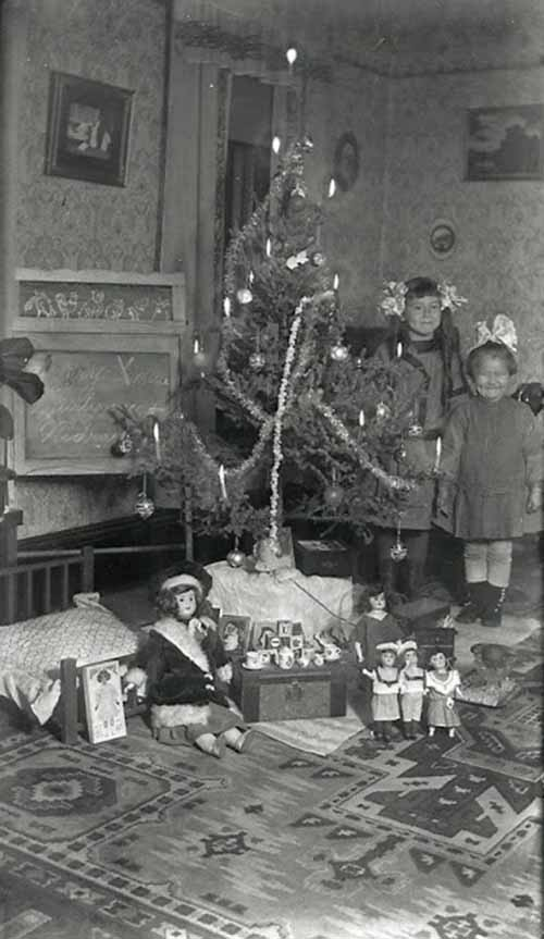 Children-Celebrated-Christmas-100-Years-Ago-13