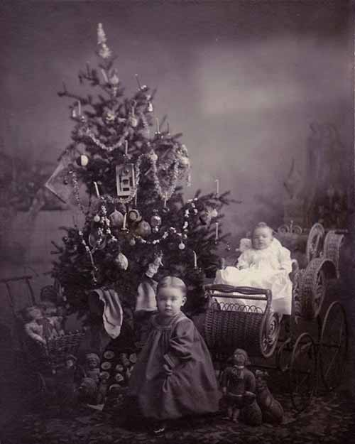 Children-Celebrated-Christmas-100-Years-Ago-14