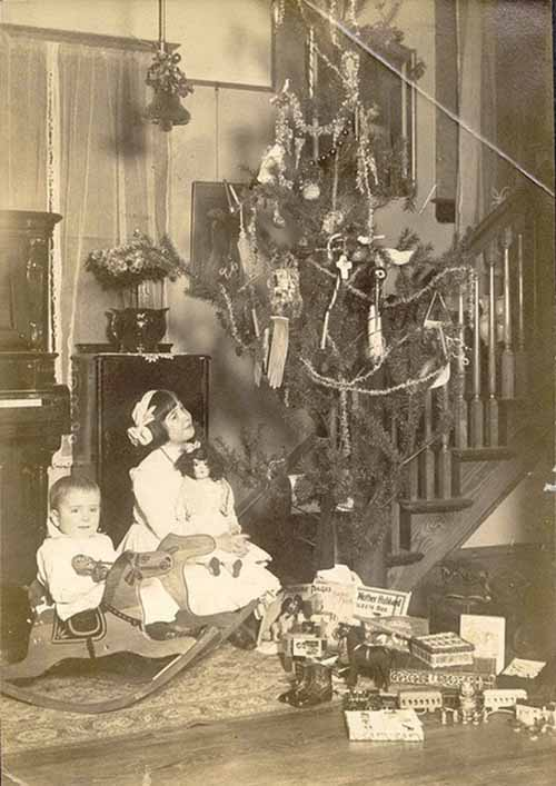 Children-Celebrated-Christmas-100-Years-Ago-15