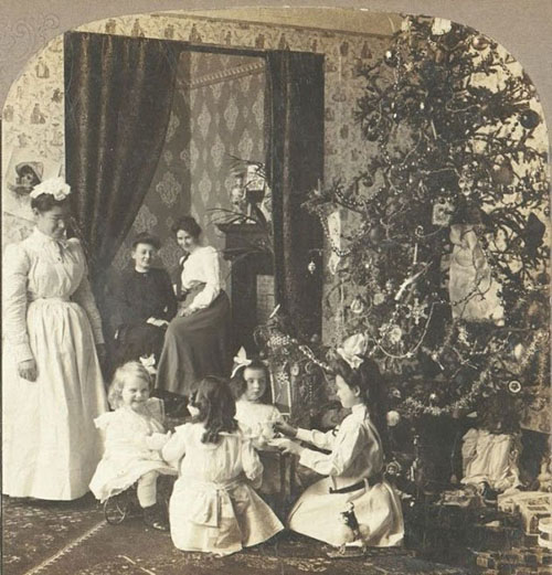 Children-Celebrated-Christmas-100-Years-Ago-2