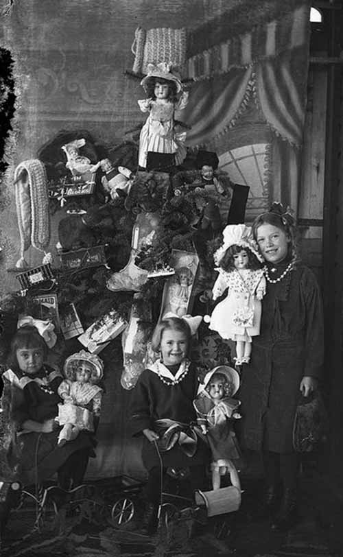 Children-Celebrated-Christmas-100-Years-Ago-21