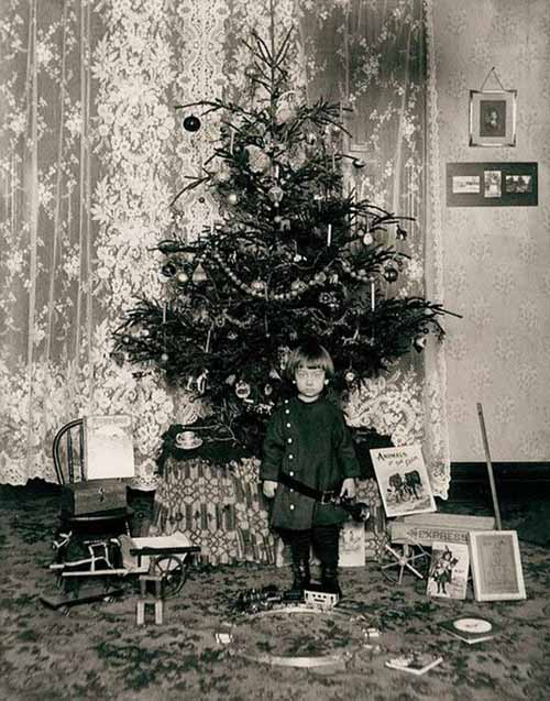 Children-Celebrated-Christmas-100-Years-Ago-22