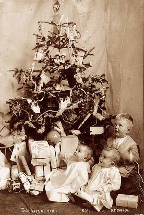 Children-Celebrated-Christmas-100-Years-Ago-3
