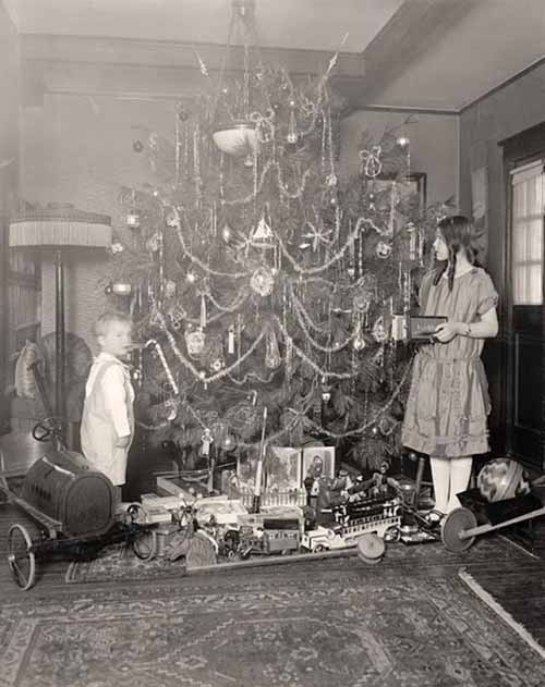 Children-Celebrated-Christmas-100-Years-Ago-5