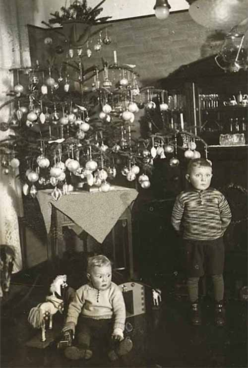 Children-Celebrated-Christmas-100-Years-Ago-6