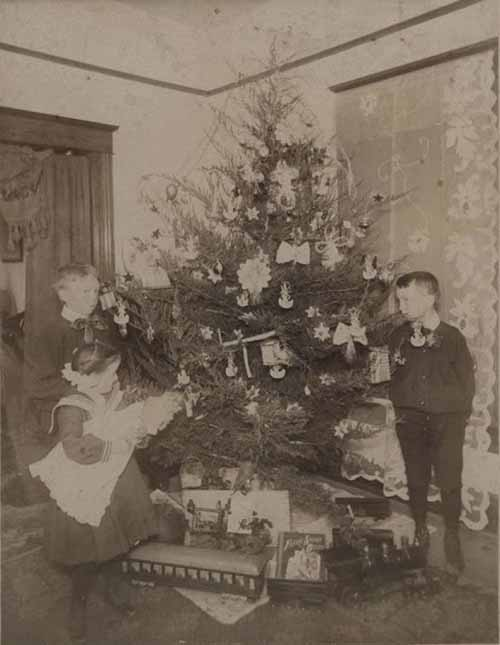 Children-Celebrated-Christmas-100-Years-Ago-7