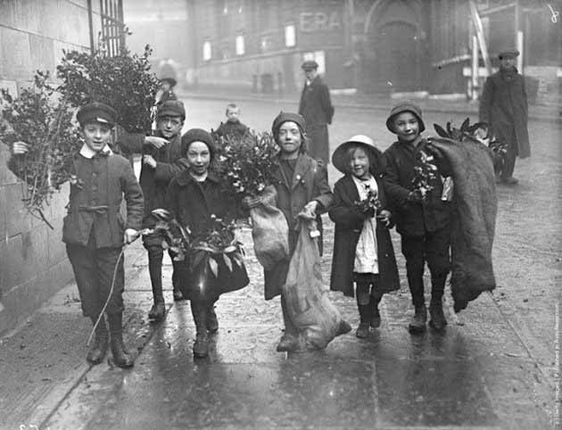 Children-Celebrated-Christmas-100-Years-Ago-8