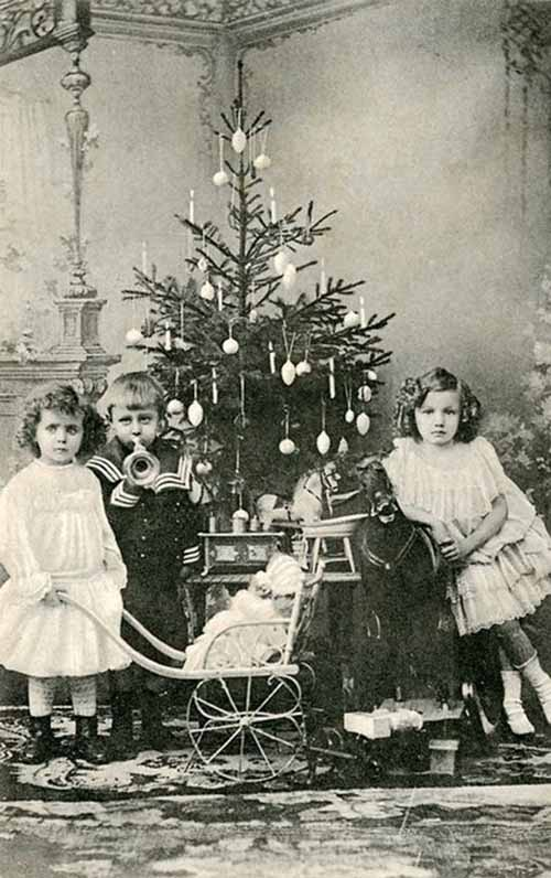 Children-Celebrated-Christmas-100-Years-Ago-9