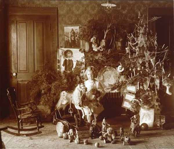 How-Children-Celebrated-Christmas-More-Than-100-Years-Ago-17