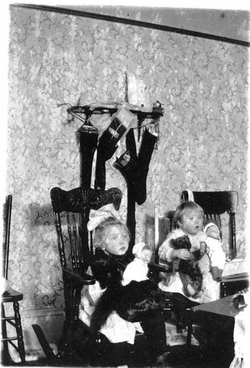 How-Children-Celebrated-Christmas-More-Than-100-Years-Ago-18