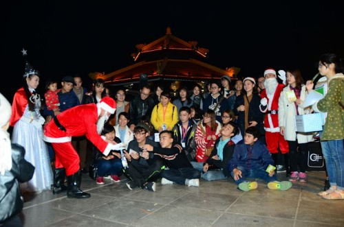 chup anh cung ong gia noel