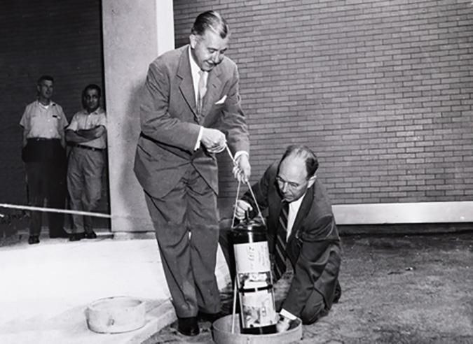 Mỹ: Tìm thấy 'hộp thời gian' hơn 60 năm trước, nó gửi gắm thông điệp gì?