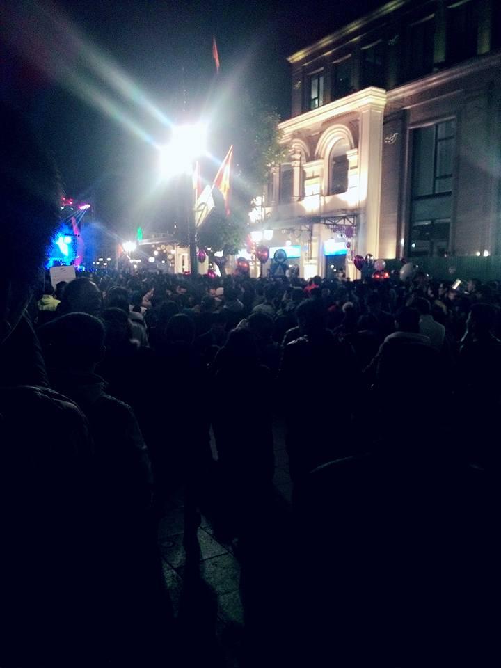Không khí rộn rã tại Nhà hát Lớn Hà Nội. (Ảnh: Facebook Dương Nga)