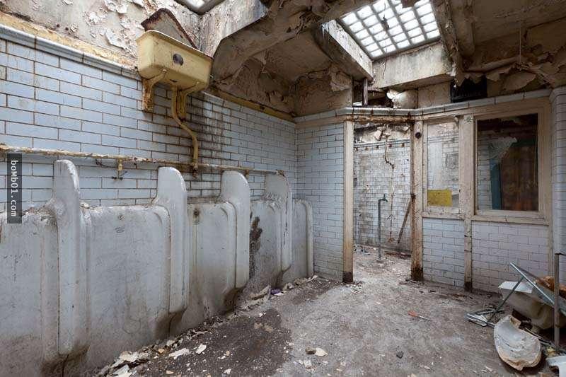Bị cười nhạo vì mua nhà vệ sinh bỏ hoang, người phụ nữ đã khiến mọi người kinh ngạc
