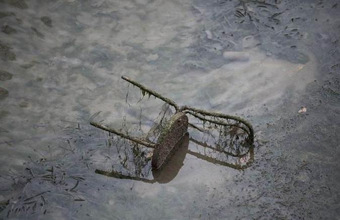 Chiếc ghế được thải ra. (Ảnh: Online International)