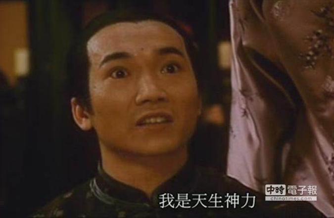 """Năm 1994 anh thực hiện phim Châu Tinh Trì """"Quan cửu phẩm tép riu"""", nhân vật phản diện gian sảo. (Ảnh: China Times)"""
