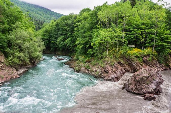 Sông Kish và sông White thuộc Adygea, Nga. (Ảnh: Internet)