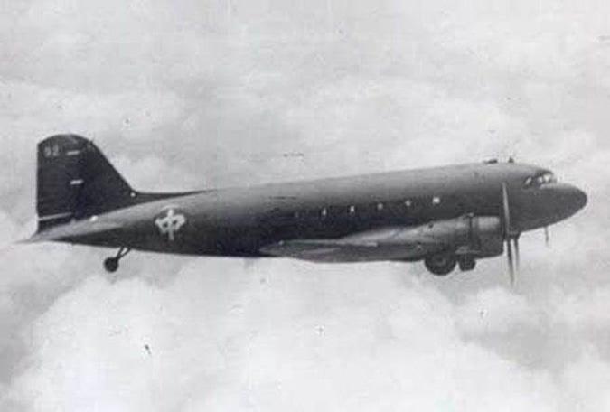 Đái Lạp khi mang thanh bảo kiếm này theo trên máy bay, chiếc máy bay này liền bị rơi mà không hề có nguyên do. (Ảnh: Headlines)