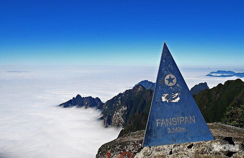 đỉnh Fansipan bị phá để xây chùa