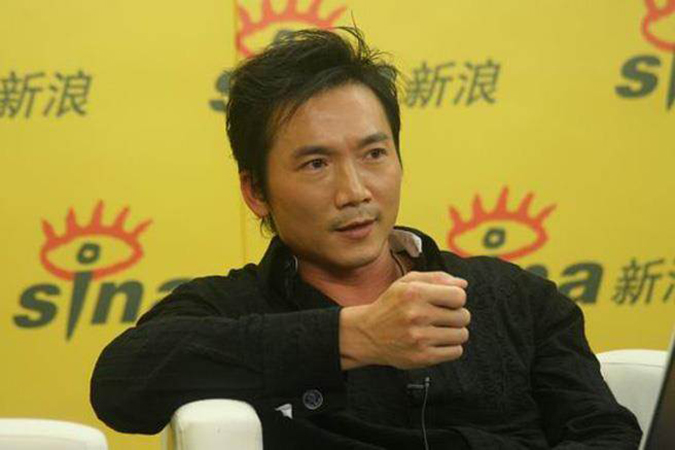 Trong cuộc sống, Trâu Triệu Long ít xuất hiện trước công chúng, và là người khá trầm lặng. (Ảnh: Sina Entertainment)
