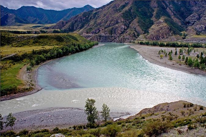 Sông Feeling và sông Katun thuộc lãnh thổ Altai, Nga. (Ảnh: Internet)