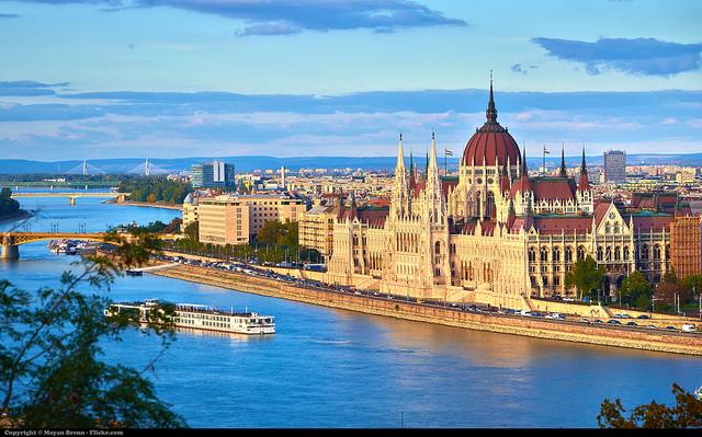 Dòng sông Danube xanh thơ mộng