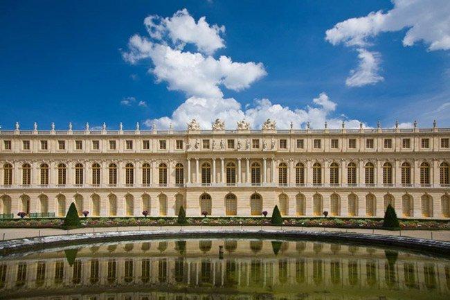 Cung điện không có tường cao hào sâu, đó là một điều đặc biệt