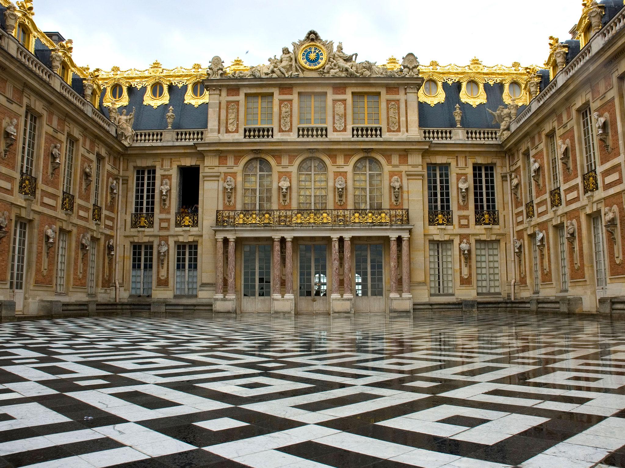 Cận cảnh lối vào sảnh chính cung điện