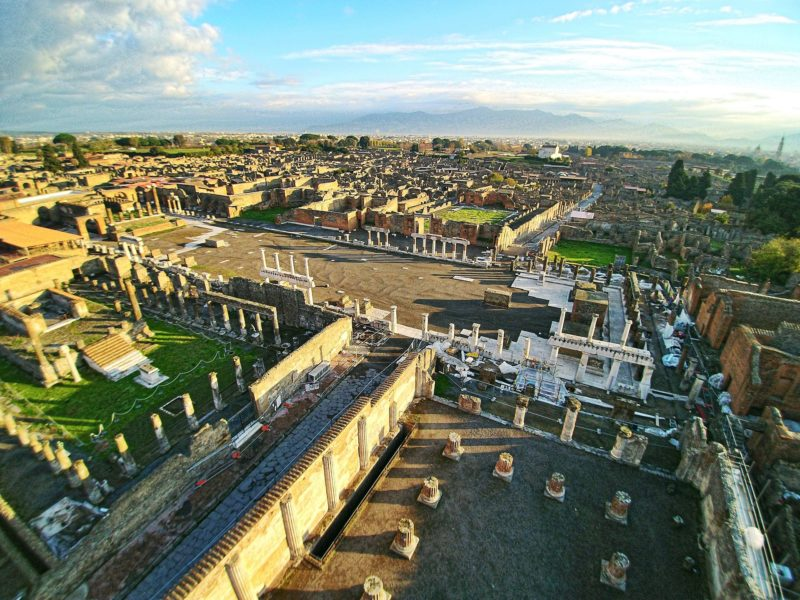 1920px-forum_of_pompeii-e1581244460992