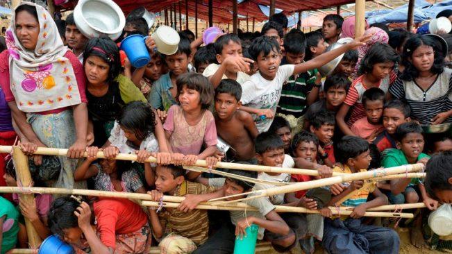 Hàng trăm nghìn người Rohingya trốn sang Bangladesh xin tị nạn. (Ảnh RTE)
