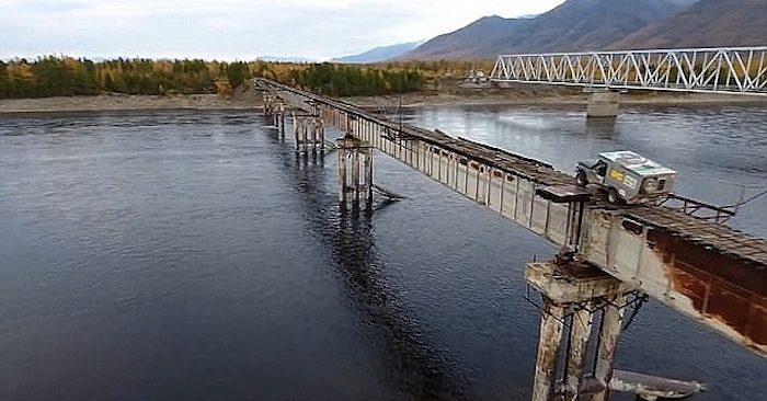 Cây cầu Kuandinsky bắc qua sông Vitim, ở khu vực Trans-Baikal, Nga