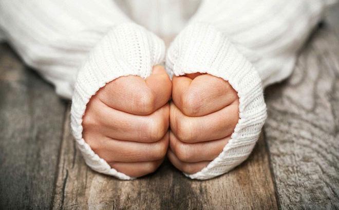 Chân tay thường xuyên lạnh cóng: Dấu hiệu cảnh báo bệnh tật
