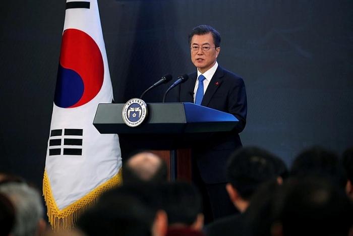 Tổng thống Hàn Quốc Moon Jae-in phát biểu tại cuộc họp báo ở Nhà Xanh (Ảnh: Reuters).