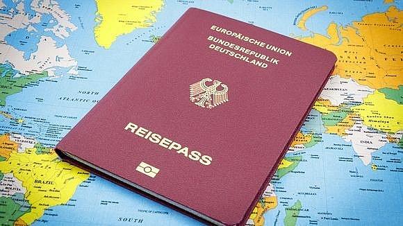 Một cuốn hộ chiếu Đức (Ảnh minh họa: USA Today).