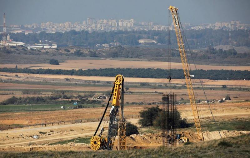Việc xây dựng bức tường đang được diễn ra nhanh chóng. Mục đích của nó là ngăn chặn Hamas và các phiến quân hồi giáo tấn công hoặc xâm nhập và Israel. (Ảnh: AFP)
