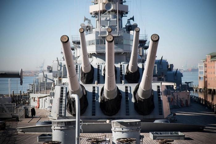 Thiết giáp hạm Iowa-Class phục vụ từ Thế chiến II cho đến Chiến tranh vùng Vịnh và được trang bị 9 khẩu pháo 410 mm. (Ảnh US Navy)