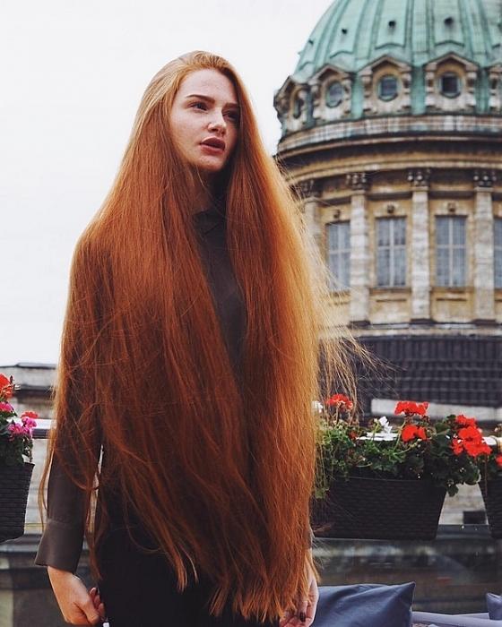 5 năm chiến đấu với chứng rụng tóc, cô gái Nga trở nên mỹ miều với bộ tóc dài cả mét