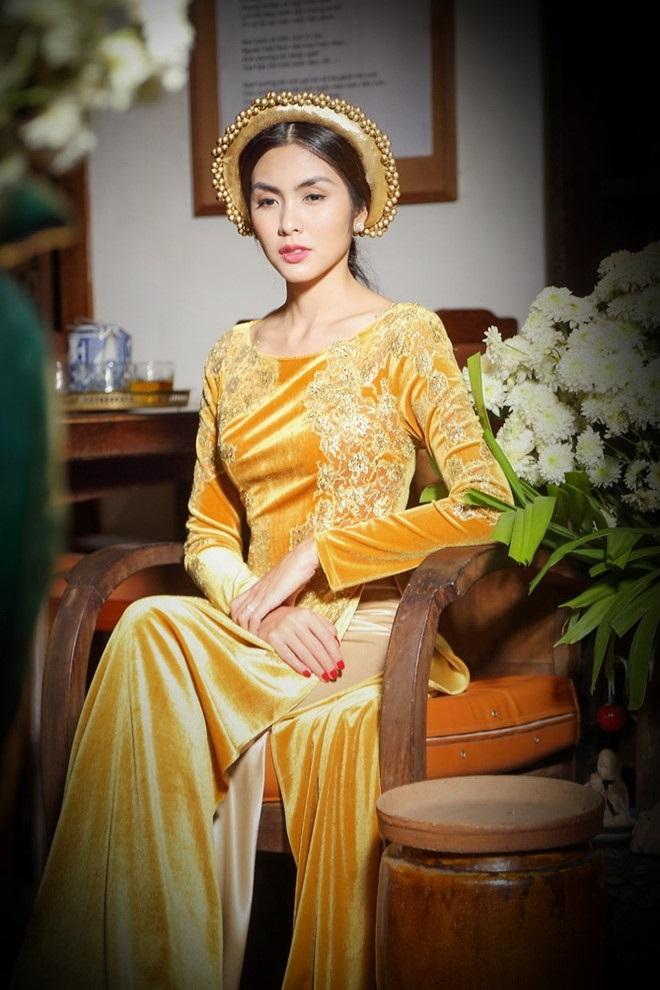 Tăng Thanh Hà đằm thắm, kiêu sa với áo dài truyền thống