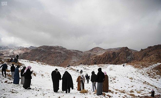 Tuyết phủ trắng sa mạc